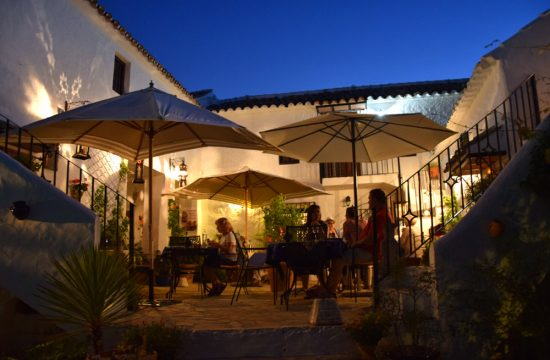la-haza-restaurant-night-hotel